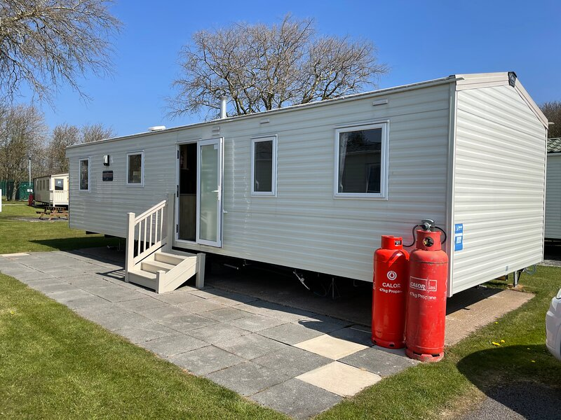 Beautiful 3-bed caravan situated on Lakeland haven, holiday rental in Grange-over-Sands