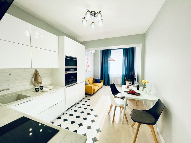 Amazing apartment in Almaty city centre, vacation rental in Almaty