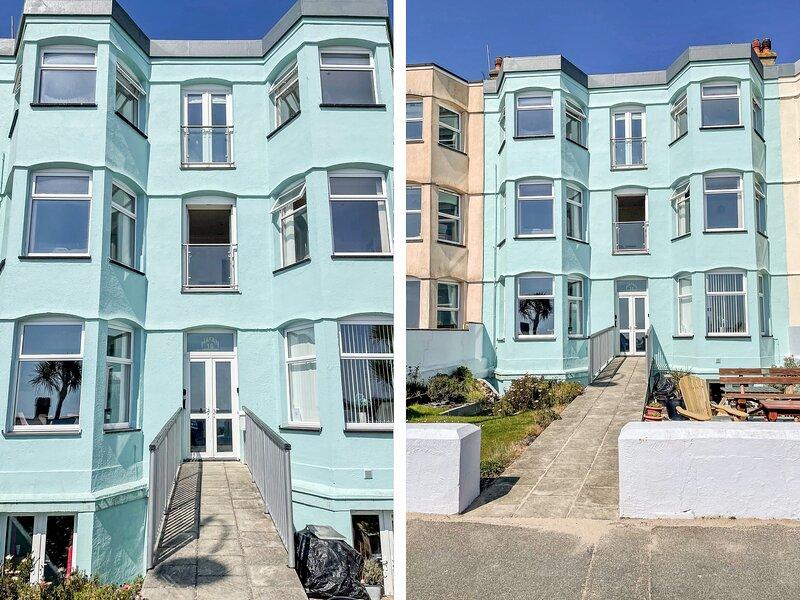 APARTMENT 3 MARIAN Y MOR, en-suite bedrooms, views, seaside location, in, holiday rental in Efailnewydd