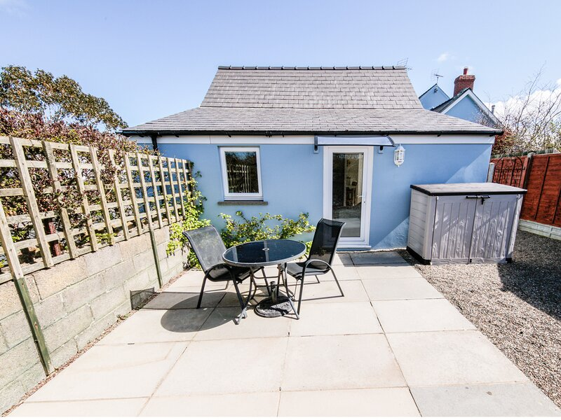 TY GWENNOL BACH, detached cottage with a garden in Dinas Cross, Ref 967750, alquiler vacacional en Newport -Trefdraeth