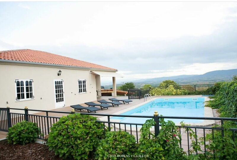 Country House in the Heart of Ribeira Sacra, location de vacances à Pol