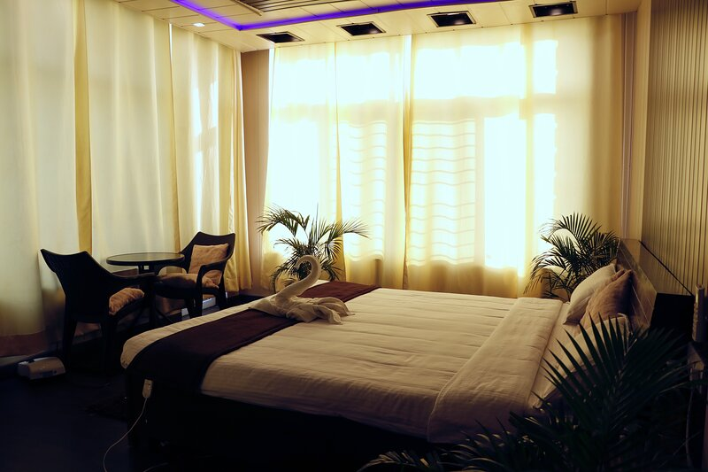 Laxmi Bhawan- 4 BR luxury guest suite with kitchen, holiday rental in Raipur