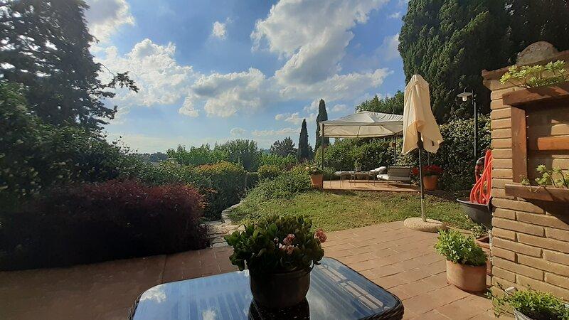 Bilocale a Vestricciano Genna con giardino privato, alquiler vacacional en Pila