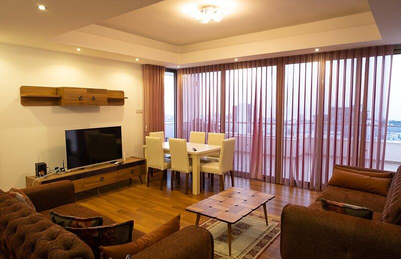 Luxurious duplex penthouse at Emtan Concept, Girne, holiday rental in Zeytinlik