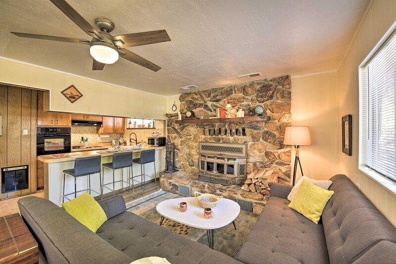NEW! Pioneer Cabin Getaway - Ski, Golf & Hike!, holiday rental in Plymouth