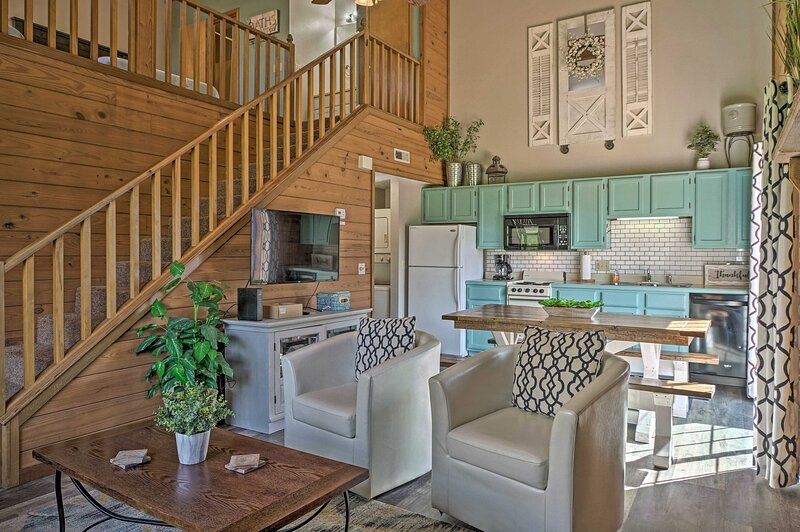 NEW! Stylish Townhome ~ 3 Mi to Theatre District!, vacation rental in Point Lookout