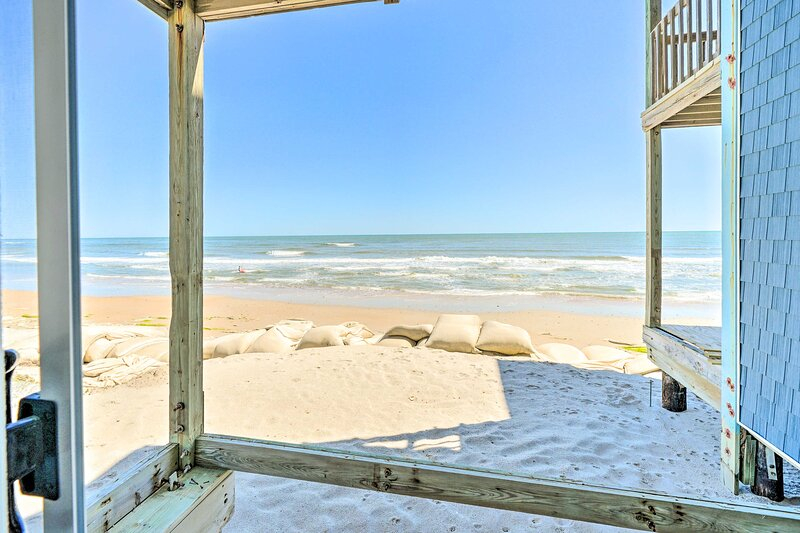 NEW! Sunny North Topsail Beach Oceanfront Escape!, holiday rental in Sneads Ferry