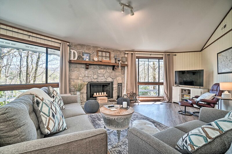 NEW! Sky Valley Resort Cabin w/ Deck & Pool Access, holiday rental in Sky Valley