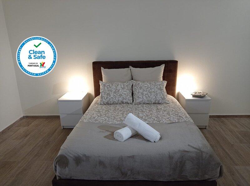 Alojamento 2 Dos Santos, holiday rental in Penedono