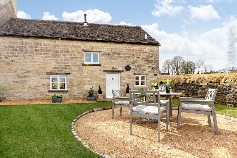 The Creamery enjoys a peaceful setting on the edge of the village of Nympsfield, holiday rental in Stonehouse