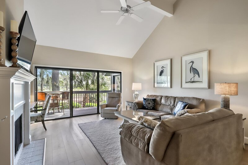 Open floor plan w walkout to private balcony.