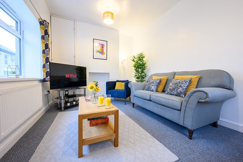 Cwmbran House by Tŷ SA, holiday rental in Torfaen