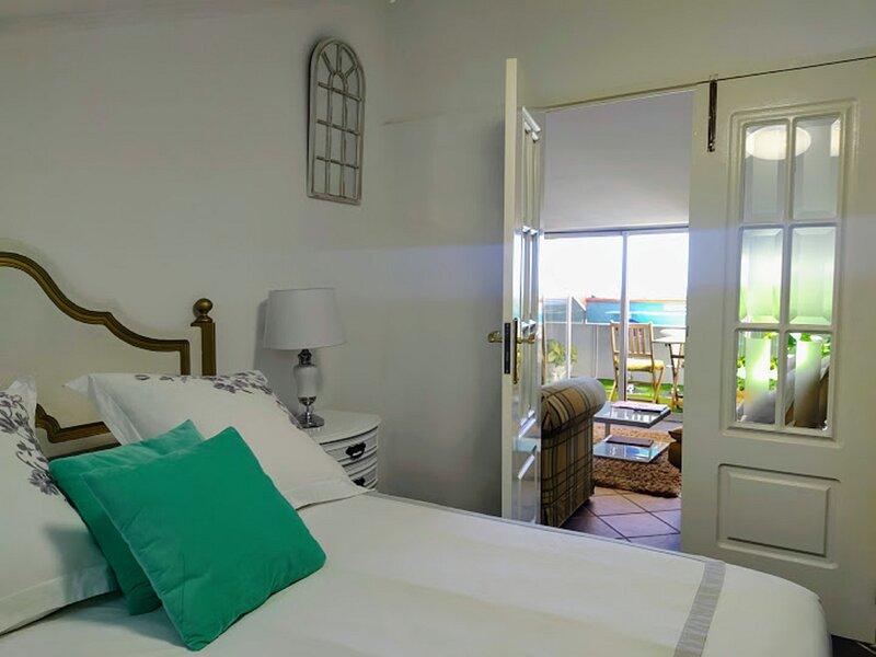 ATTIC BAY, holiday rental in Estreito de Camara de Lobos