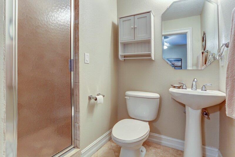 Bathroom,Room,Toilet,Indoors,Sink