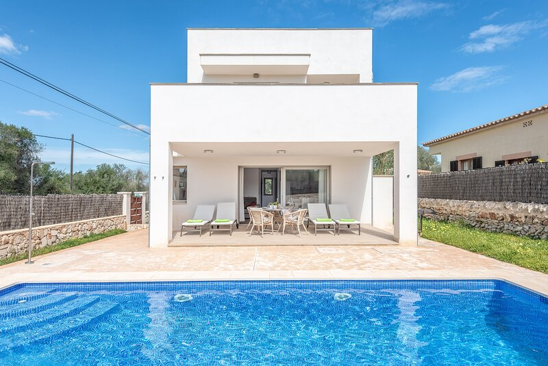 GARLANDA 1 - Villa for 4 people in Santanyí, holiday rental in Cala Santanyi