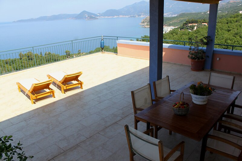 Penthose,with breathtaking sea view,Two Bedrooms,Two Bathrooms for max 6 peoples, holiday rental in Sveti Stefan