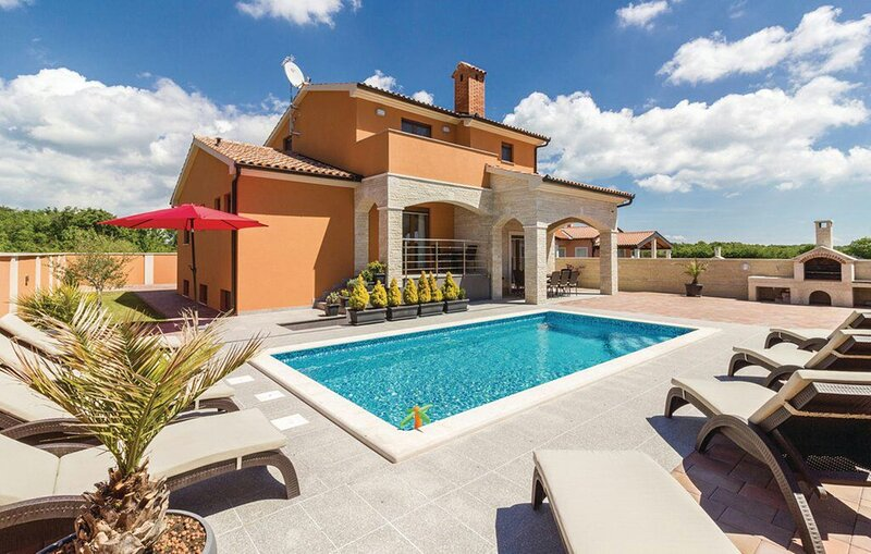 Villa Dragica - Four Bedroom Villa with Private Pool, Gym and Game Room, holiday rental in Skatari