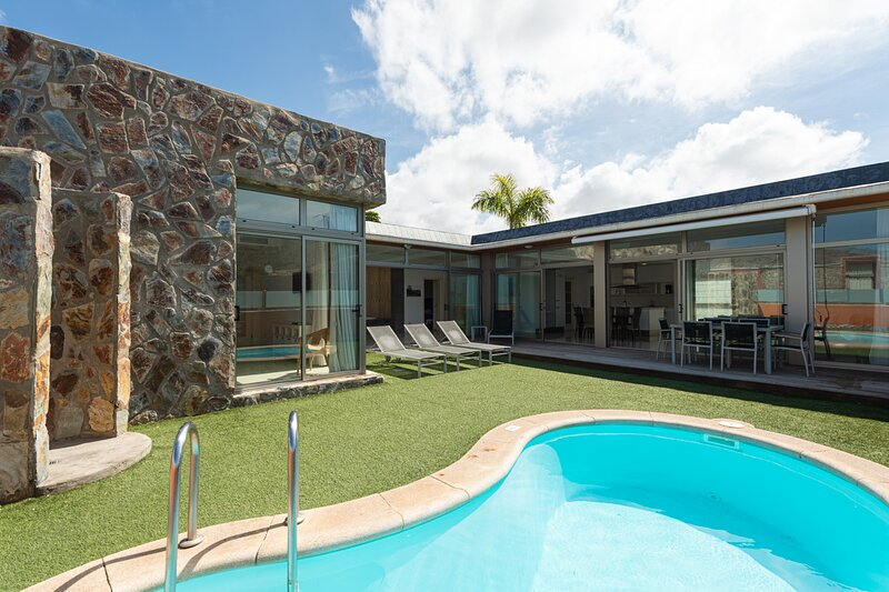 Villa with private pool Tauro Villas Deluxe III, holiday rental in Platero