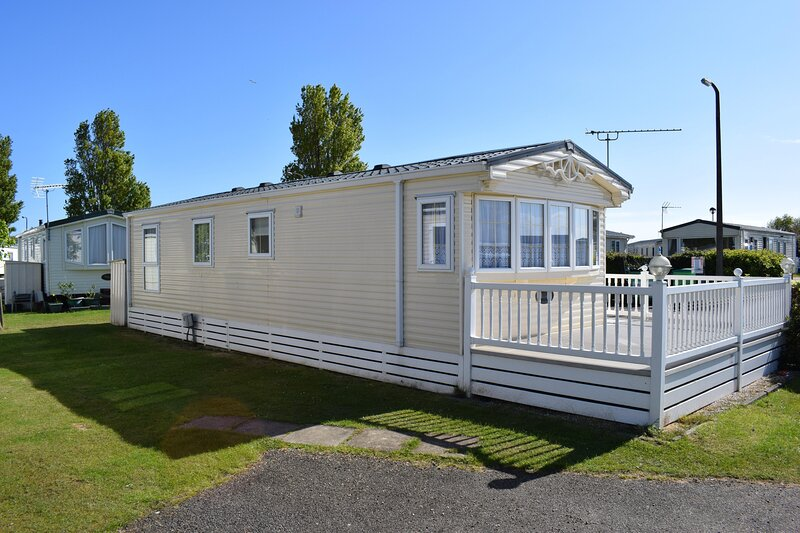 Lovely 6 berth caravan for hire at Naze Marine Holiday Park ref 17013CC, aluguéis de temporada em Essex