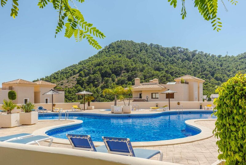 Great views, large terrace, shared pool, holiday rental in Llano del Beal