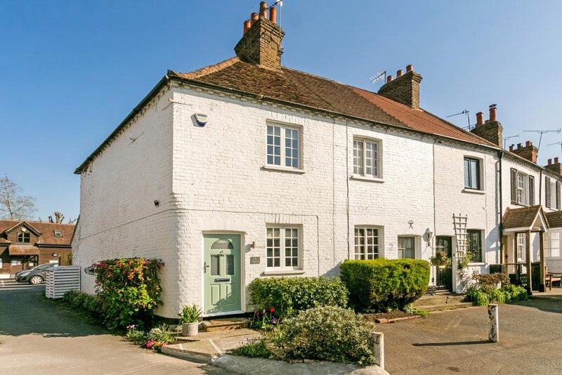 Charming Cottage Ideal for 2 in Bray Village, holiday rental in Bray-on-Thames