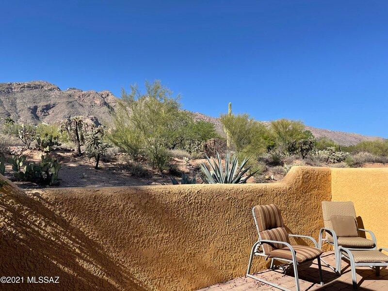 Ground Floor Vacation Condo with Incredible Mountain View (Minimum 30 Day), aluguéis de temporada em Catalina Foothills