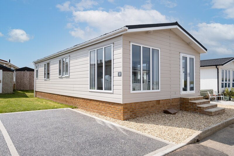 Beautiful New 2 bedroom holiday lodge, vacation rental in Padstow