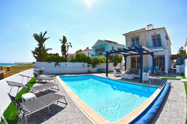 Amazing villa with swimming-pool, location de vacances à Pervolia