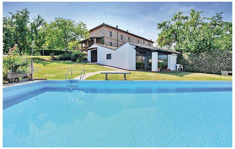 Nice home in Monticiano with Outdoor swimming pool, WiFi and 4 Bedrooms (ITS044), alquiler vacacional en Torniella