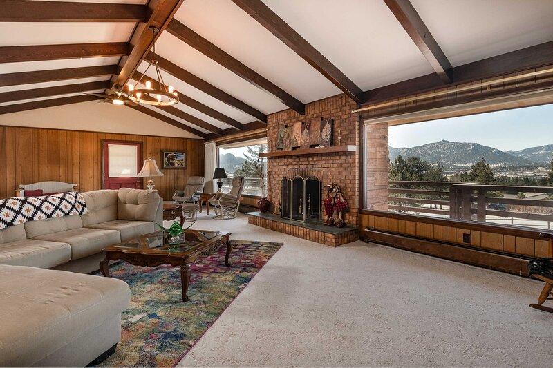 Huge Stanley Heights Home w/Mtn View by Lake Estes, alquiler de vacaciones en Glen Haven