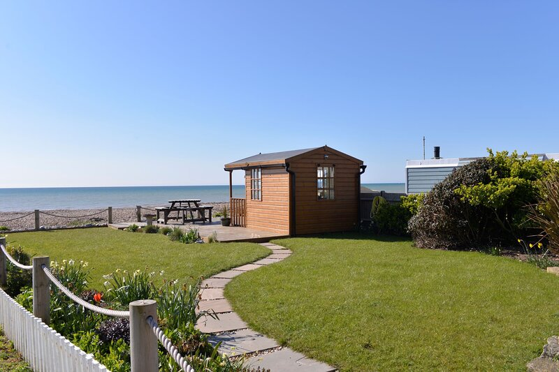 Beach Garden - 4 bedroom apartment with stunning sea views & beach garden, holiday rental in Pevensey