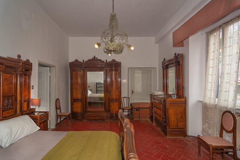 Camera Doppia a Villa Eugenia (rosa), vacation rental in Quercianella