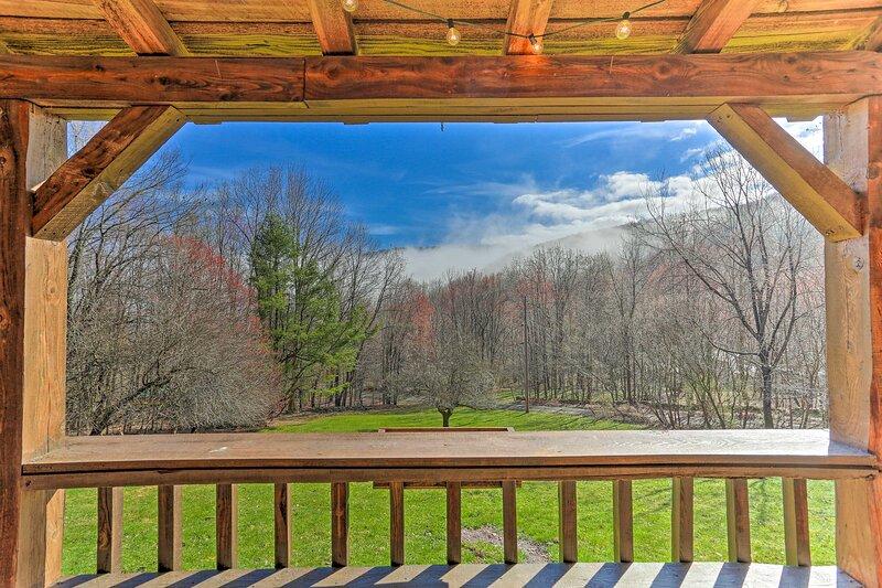 NEW! Hilltop Walton Cabin w/ Picturesque Views!, holiday rental in Walton