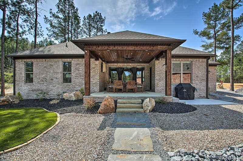 NEW! Newly Built Home w/ Fire Pit on Golf Course!, holiday rental in Ferndale
