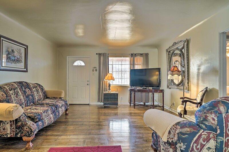 NEW! Quaint Dtwn El Paso Home w/ Attached Studio!, holiday rental in Santa Teresa