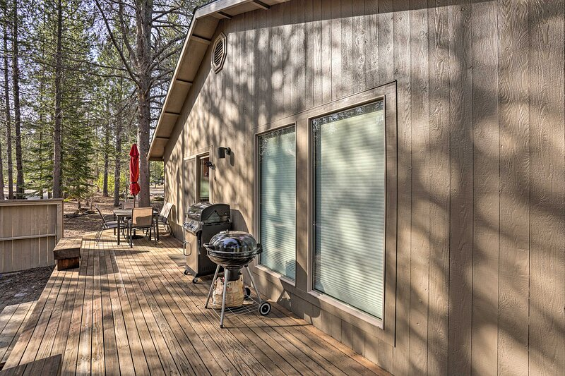 Deck   Gas & Charcoal Grills