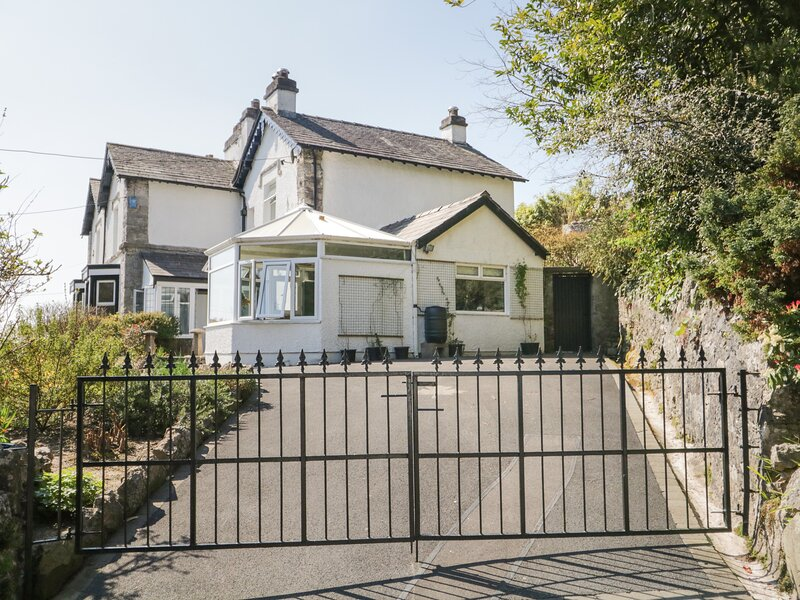 Yewbarrow Cottage, Grange-Over-Sands, holiday rental in Low Newton