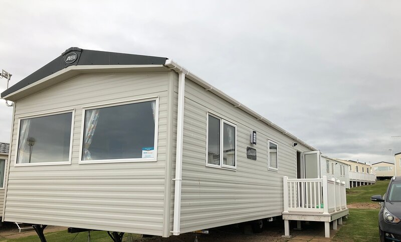 Brand New for 2021, 2bed 2bath Caravan,, holiday rental in Lympstone