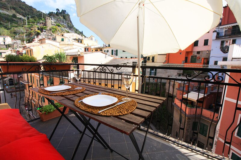 Diara, the colorful house with balcony, holiday rental in Vernazza