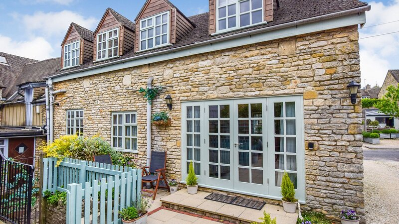 Teagles Cottage - Located in the heart of a vibrant Cotswold town this tradition, casa vacanza a Stow-on-the-Wold