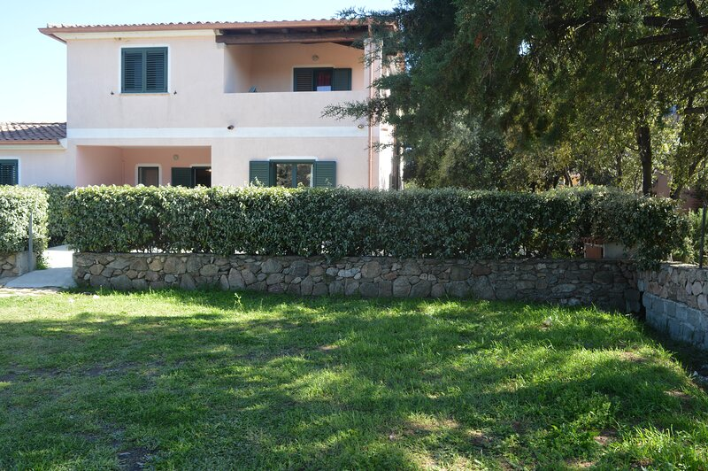 Apartment Edera in the centre of Budoni, holiday rental in Agrustos