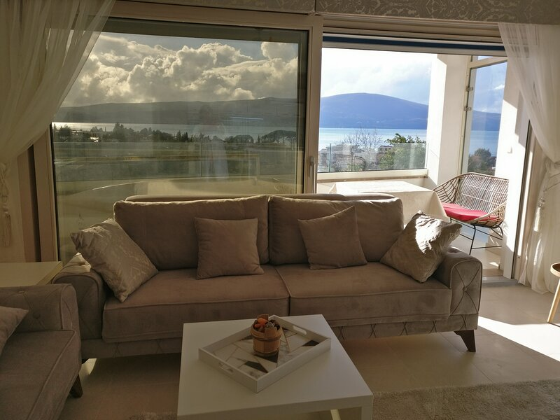 Impeccable 3Bed Ap. pool sea view IVY HOUSE Tivat, vacation rental in Tivat Municipality