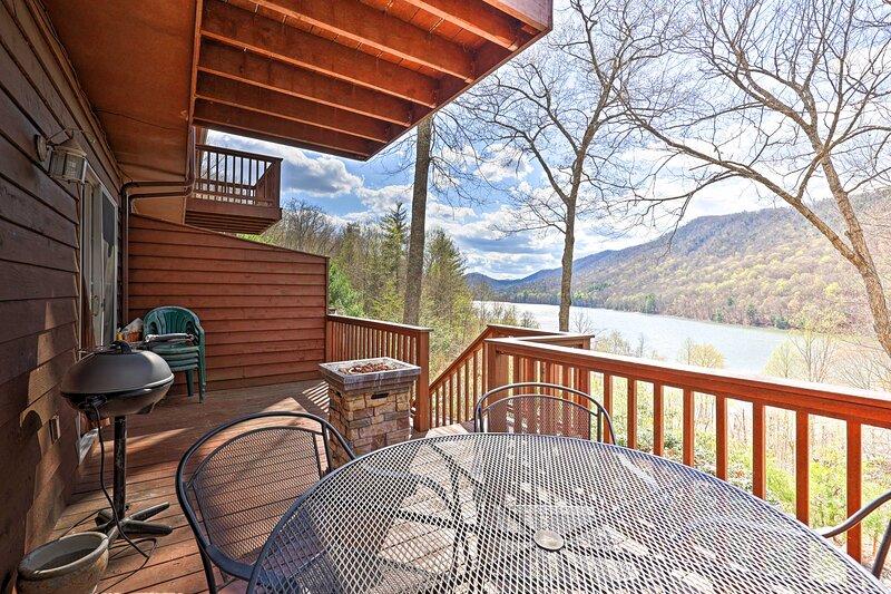 Mountainside Retreat - Stunning Watauga Lake Views, alquiler vacacional en Mountain City