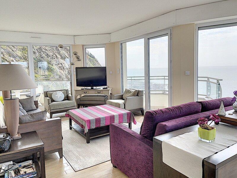 En front de mer, grand appartement  avec vue exceptionnelle, location de vacances à Granville