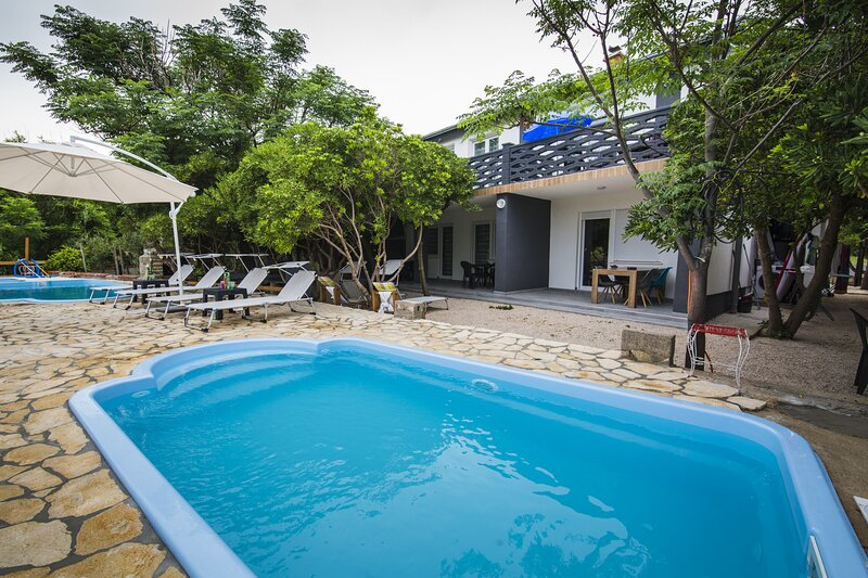 Holiday home with pool Mabelle, holiday rental in Pag