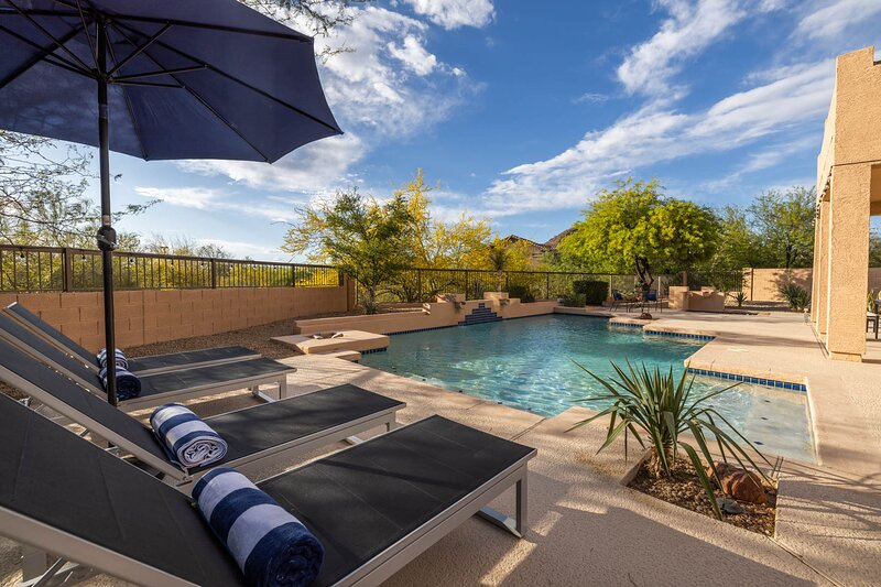 This Is The One! Top 10 Golf Course, Pool & Hot Tub! New Listing!, casa vacanza a Apache Junction