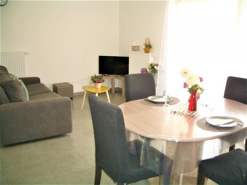 Très proche Lac, dans résidence neuve avec garage privatif, spacieux T2 au 1er, holiday rental in La Balme