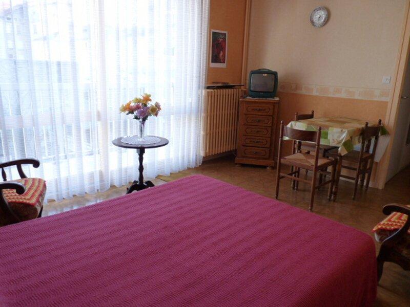 Coeur de Ville, Studio orienté Est au 4ème étage avec asc et parking privatif, holiday rental in Saint-Jean-de-Chevelu