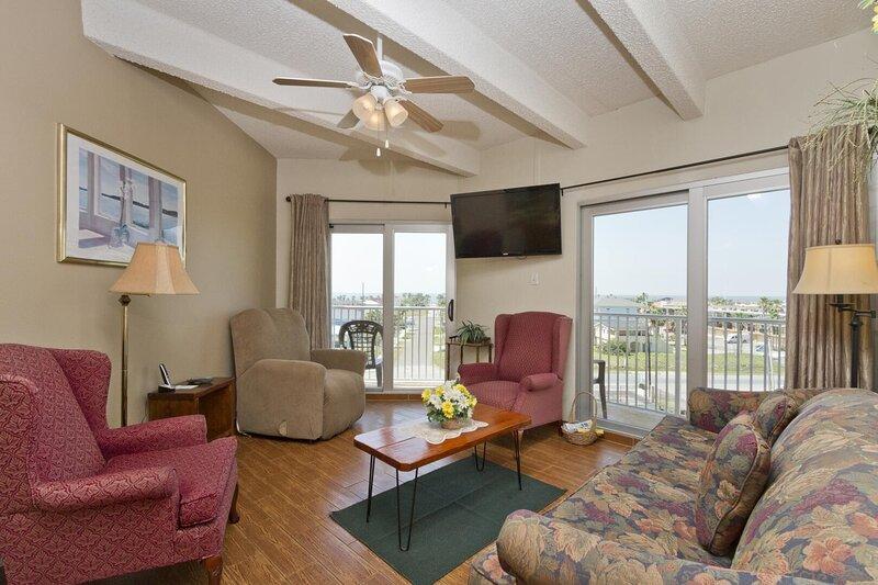 Aquarius 401 - Entire Condo located on the Second Floor, Private Balcony, alquiler de vacaciones en Isla del Padre Sur