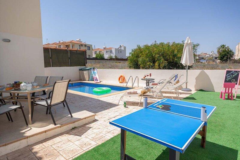 Daphne Holiday Villa, Ferienwohnung in Pernera